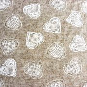 Csipkeszív mintás, lenhatású lakástextil, dekorvászon