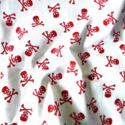 Halálfej fehér alapon piros mintás pamutvászon
