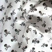 Halálfej fehér alapon fekete mintás, extra minőségű pamutvászon