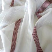 CSILLA, voile fényáteresztő függönyanyag, mályva selyemfényű csíkmintával