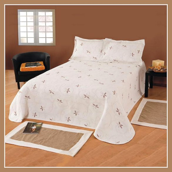 VIKTÓRIA ágytakaró ekrü-drapp