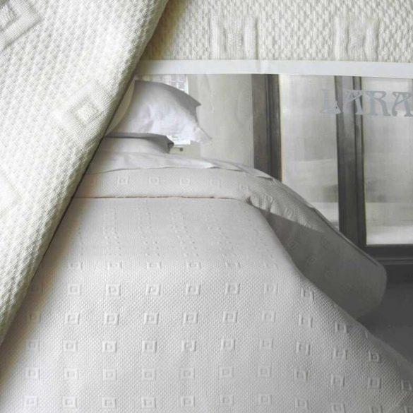 LARA, 02 ekrü ágytakaró 240 X 260