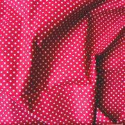 Piros apró pöttyös pamut vászon