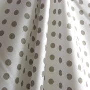 Fehér, szürke pöttyös pamut vászon