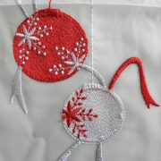 VIGILIA, karácsonyi gömbdísz mintás,  hímzett vitrázs függöny