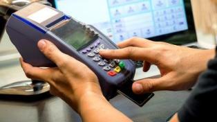 Bankkártyás díjcsökkentést javasol a GVH ← hír